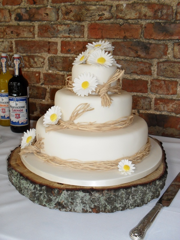 wedding cake stand hire peterborough wedding flowers 25630